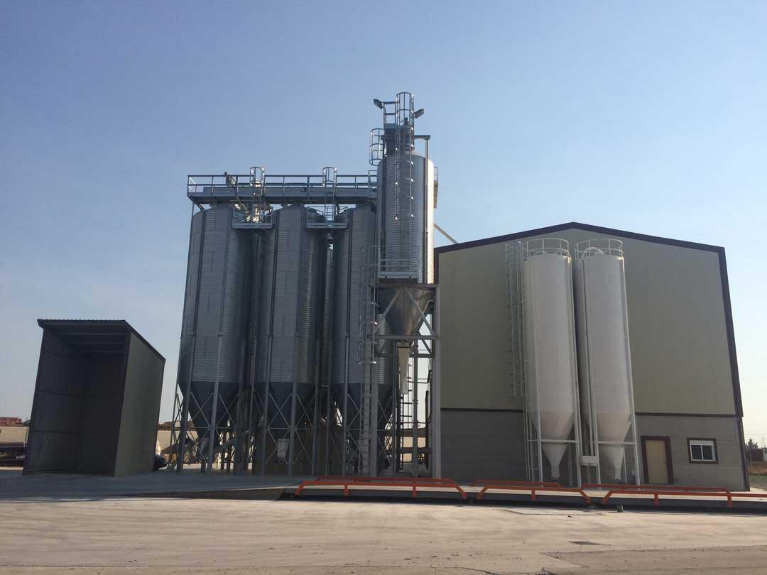 silos-de-minerales_GRANJA-AVICOLA-GALLEGO