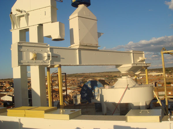https://mgnfeedmills.com/images/pages/processes/sieving/CRIBA-DSC00869-1-1.jpg