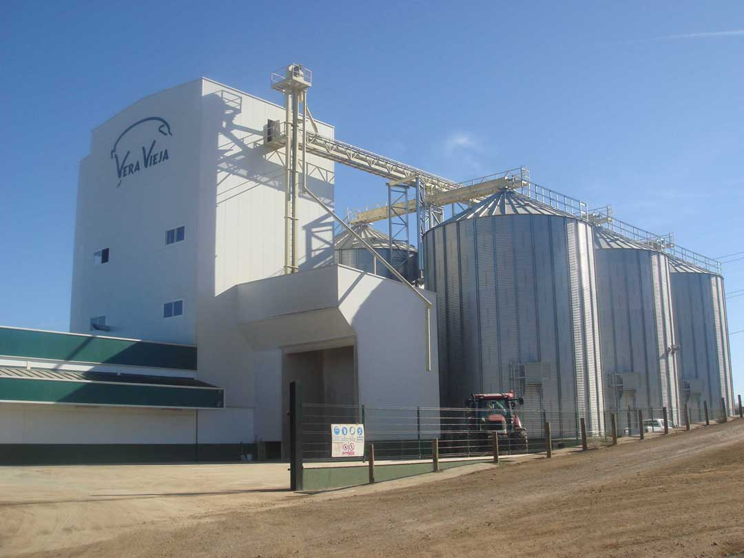 https://mgnfeedmills.com/images/pages/products/storage/silos/SILOS-Veravieja-3.jpg